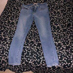 EUC Levi's 711 Skinny 28/28 Jeans